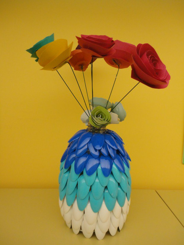 Plastic Spoon: Flowers Stand Creative Plastic Spoon Craft Ideas