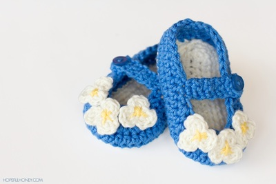 Crochet Ideas: Mary Jane Baby Booties step by step tutorial Creative DIY Crochet Patterns For Beginners