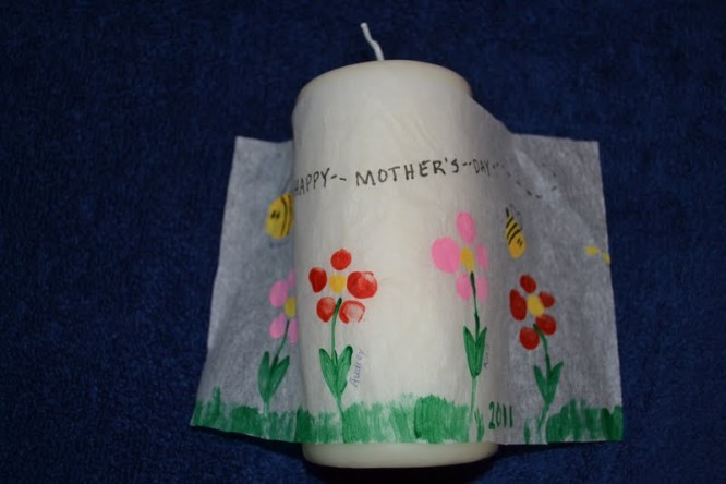 Fingerprint art candle - Mother's Day Mother's Day Crafts Ideas That She'll Treasure