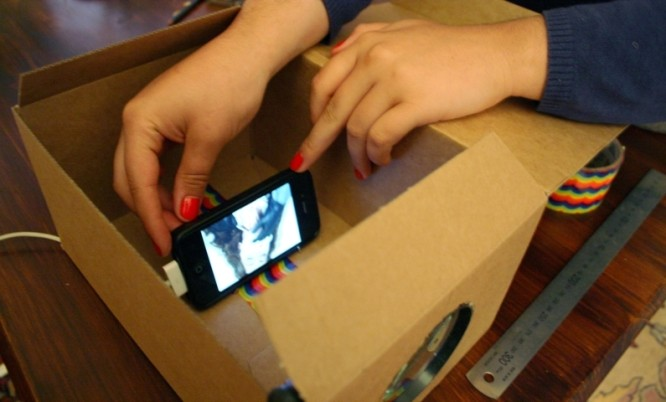 smartphone projector DIY: Learn to make Homemade Smartphone Projector in just $2| 10 Easy Steps