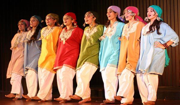Kashmiri Traditional Dress Pheran Traditional Indian Dresses for Womens to Wear at Festivals