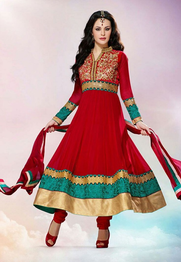 Women in Traditional Look Salwar Kameez Suits: Traditional Dresses for Indian & Pakistani Women to Look Awesome