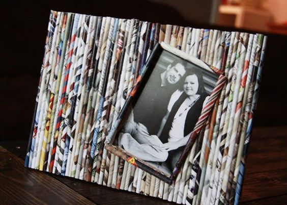 Recycled Newspaper Photoframe to Decorate Your Wall