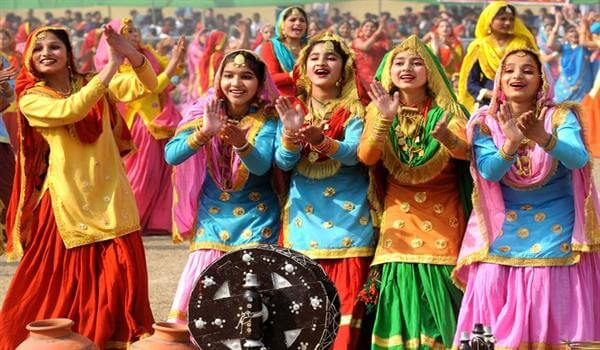 Phulkari, the Punjabi Traditional Costumes Traditional Indian Dresses for Womens to Wear at Festivals