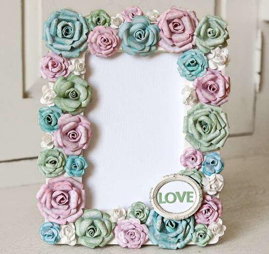 how-to-make-frame-with-paper-flowers Learn to Make Beautiful Photo Frame with Paper Flowers