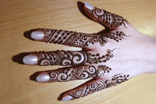 simple-but-attractive-mehndi-designs-for-makar-sankranti-Celebrate Navratri With Mehendi Designs