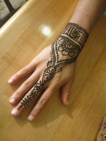 uber-cool-mehndi-designs-for-navratri-04-Celebrate Navratri With Mehendi Designs
