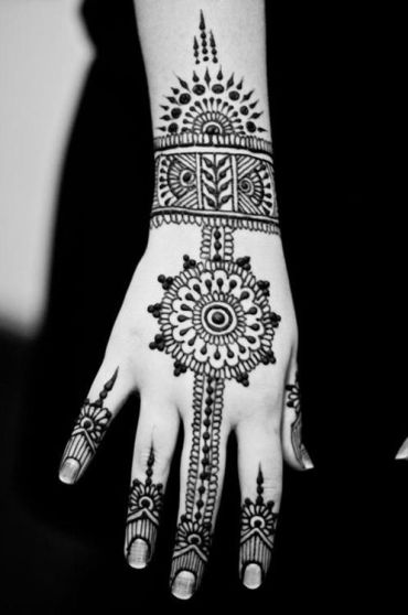 uber-cool-mehndi-designs-for-navratri-05-Celebrate Navratri With Mehendi Designs