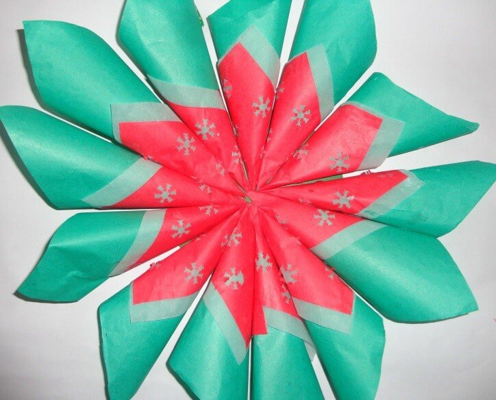 Then paste the cones already prepared in the circle as given below. Christmas Decoration With Paper Crafting Ornaments (Tutorial)