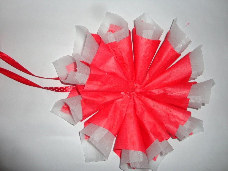 christmas-decorations Then paste the cones already prepared in the circle as given below. Christmas Decoration With Paper Crafting Ornaments (Tutorial)