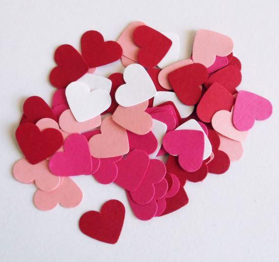 DIY : 3D decorative Paper Heart Garland Tutorial