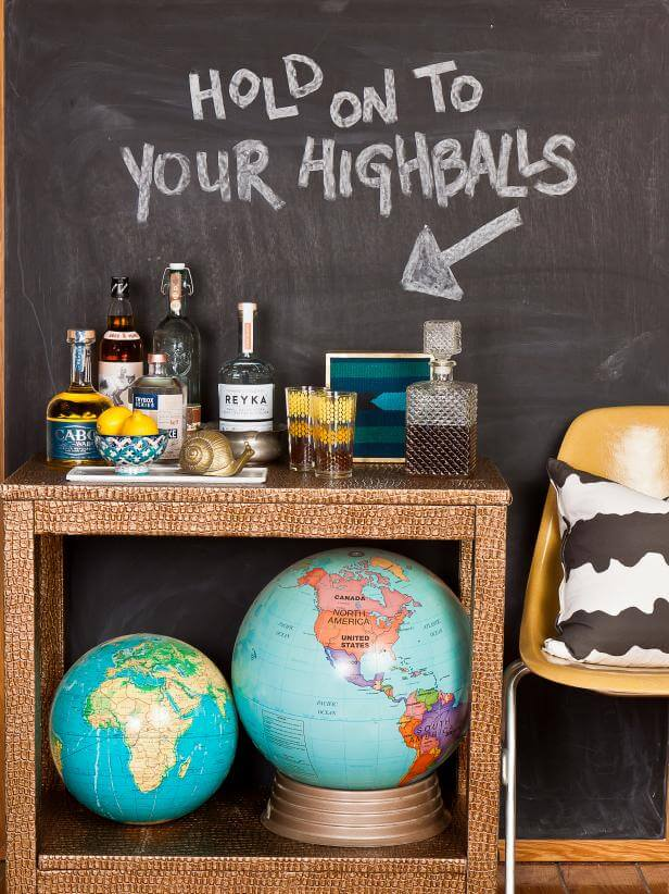 Tabletop: Love the idea of drawing on the proper table setting Creative Ways to Use Chalkboard Paint Projects