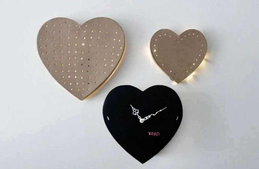 Heart Wall Clock: Tick tock! Creative Ways to Use Chalkboard Paint Projects