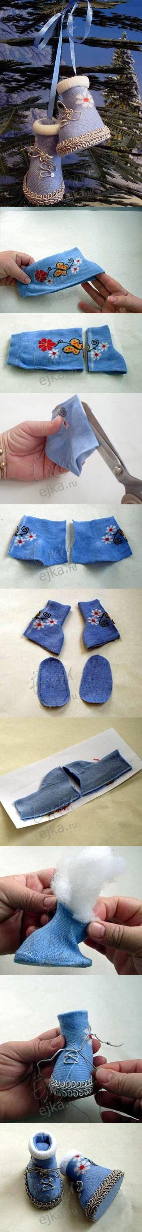 diy-socks-baby-christmas-shoes Last-Minute DIY Christmas Gift Tutorials Everyone will Love