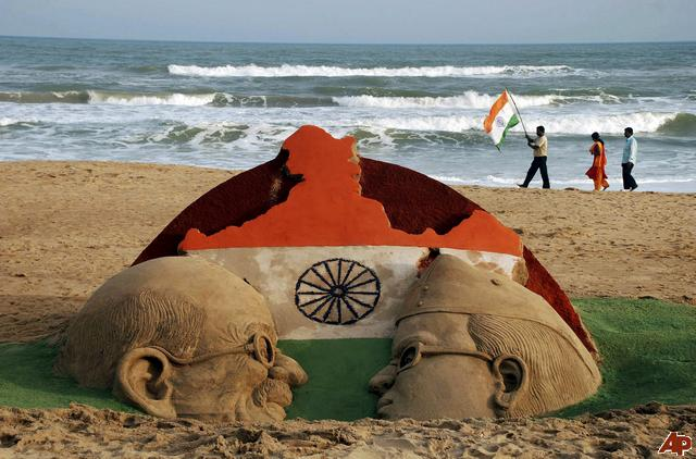 Amazing-Sand-Art-On-The-Eve-Of-Independence-Day-Of-India The Ultimate List: 50+ Ideas for India Republic Day Celebration