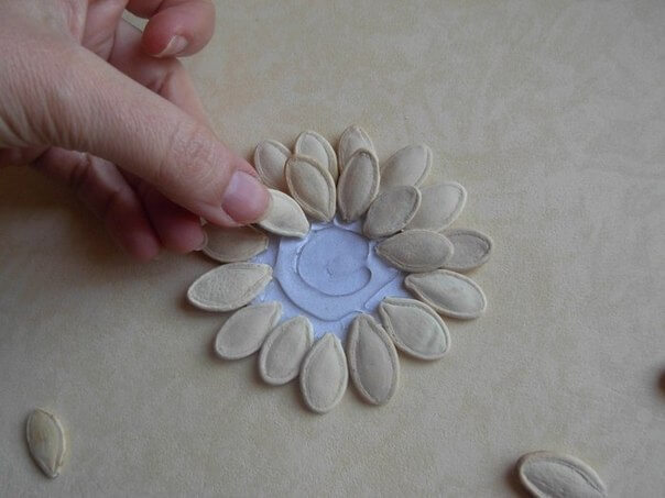 DIY-Pumpkin-Seed-Flower-Christmas-Ornament-k4craft-Pumpkin Seed Flower Ornament for decoration (Tutorial)