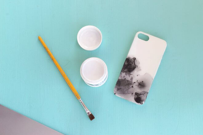 How-to-Paint-a-Cell-Phone-Cover-k4craft-DIY: Nail Polish Painted Cell Phone Case (Tutorial)