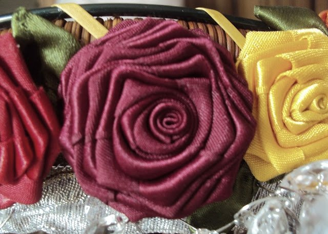 How-to-make-a-ribbon-rosette-k4craft-How to make a ribbon rosettes, ribbon roses (Tutorial)