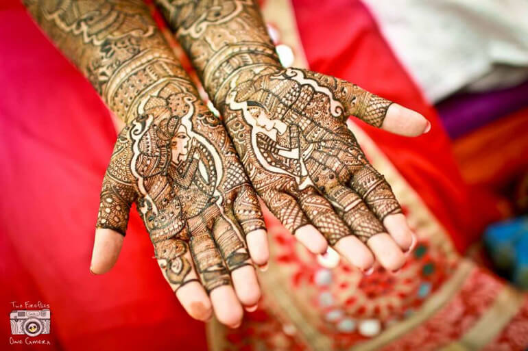 Crown pattern mehndi designs that look stunning Arabic mehndi designs at both front and back of the palm