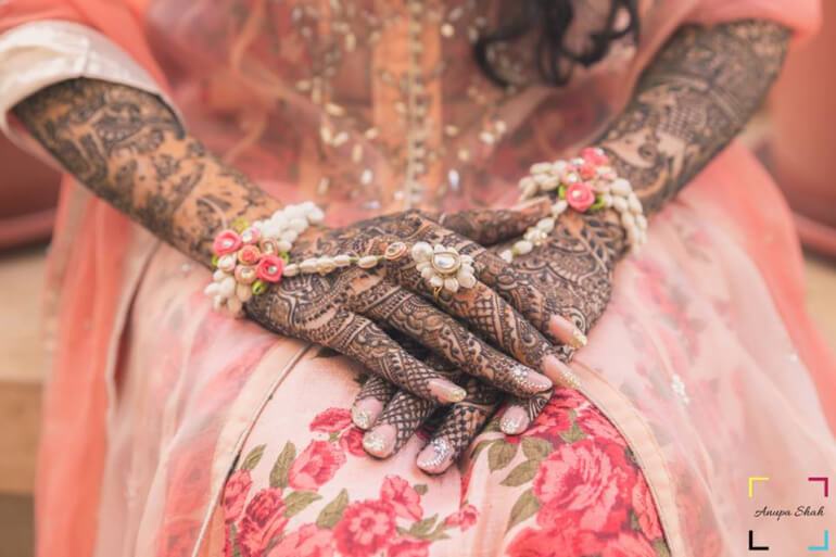 Stylish Mehndi Designs for Hand & Legs
