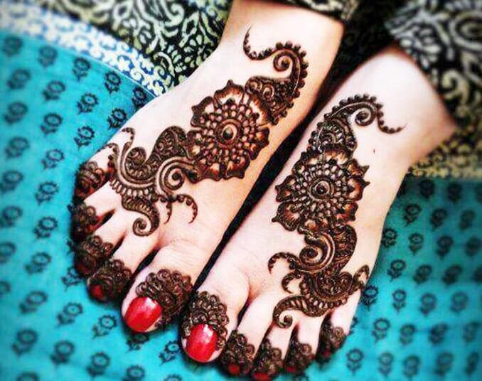 Simple mehendi design on legs Arabic mehndi designs at both front and back of the palm