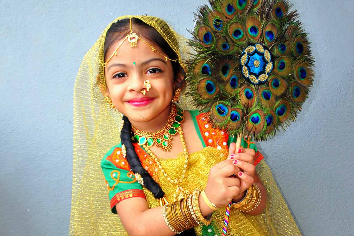 Dress up like Radha on Krishna Janmashtami