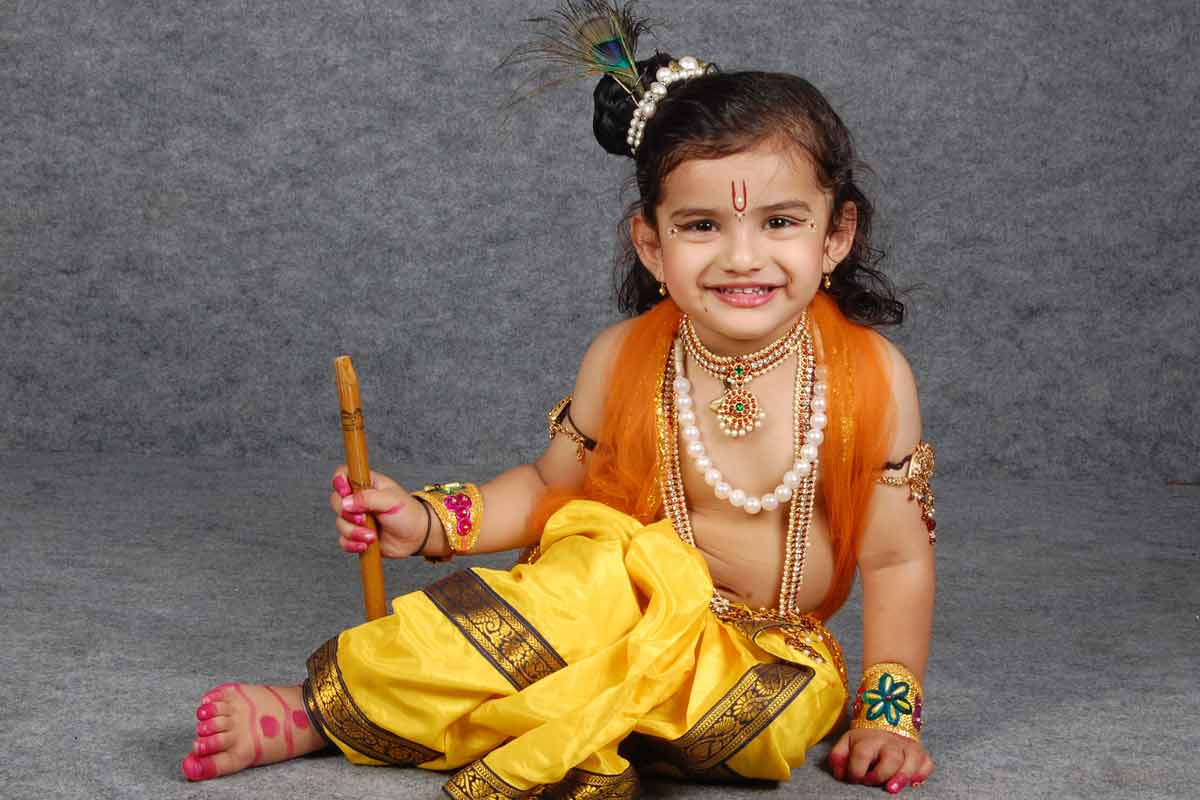 Dress up like Krishna on Krishna Janmashtami