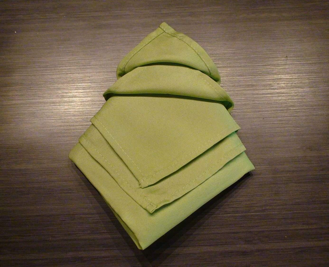 How to Make Christmas Tree Napkin Fold - Step by step (Tutorial)