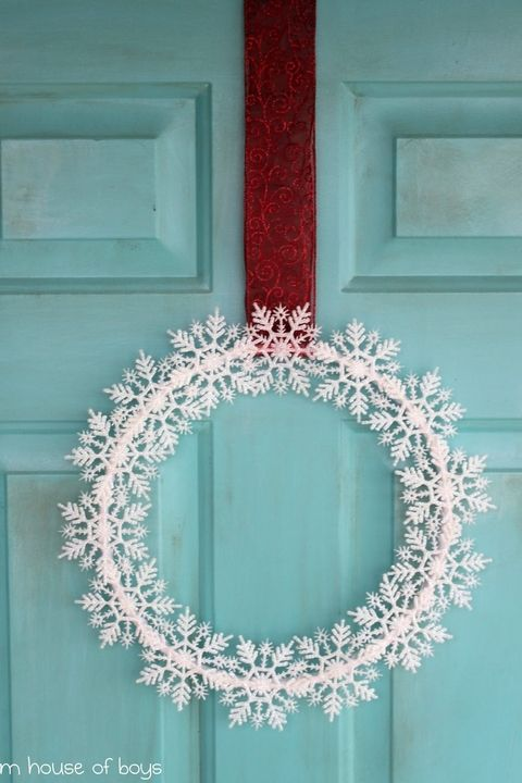 Low-Cost Christmas Decorations You Can Make Yourself