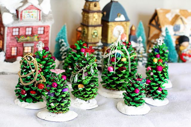 Pine cone Christmas Trees DIY Holiday Pine Cones Craft Ideas