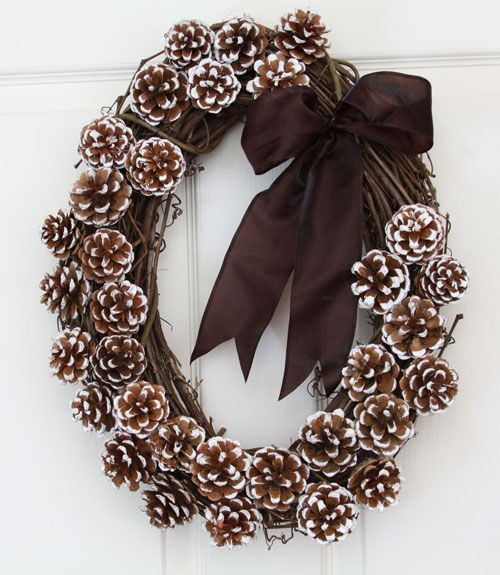 Frost-tipped Pinecones Wreath to Decorate Your Front Door DIY Holiday Pine Cones Craft Ideas