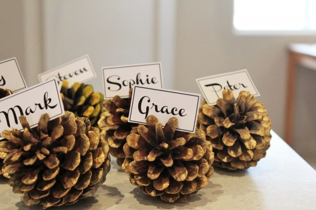 Pine Cone Name Placement Card Holders DIY Holiday Pine Cones Craft Ideas