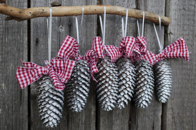 Pine Cone Tree Branch Decor DIY Holiday Pine Cones Craft Ideas