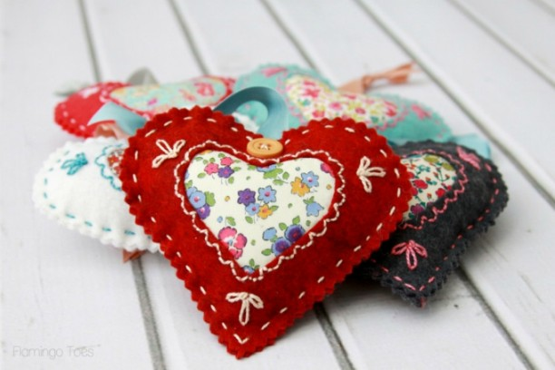 Comfy and Soft Fabric Valentines Heart -Several easy Felt Crafts & Projects to make. Find felt crafts for kids, teens and adults with tutorials