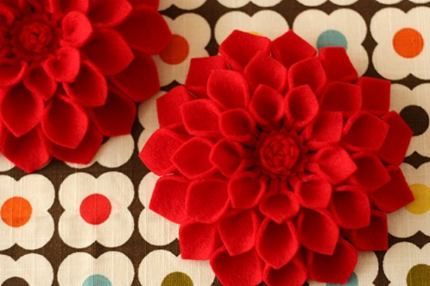 Flower Brooch - Several easy Felt Crafts & Projects to make. Find felt crafts for kids, teens and adults with tutorials
