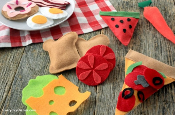 DIY Felt Craft Ideas!Several easy Felt Crafts & Projects to make. Find felt crafts for kids, teens and adults with tutorials
