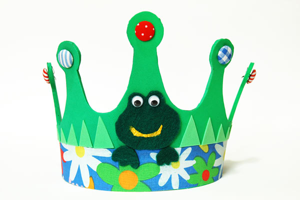 Froggy DIY party hat for toddlers