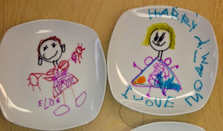 Sketched plates by toddler for Mother's Day Mother's Day Craft Ideas for Kids