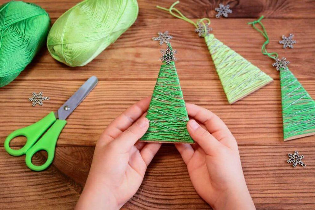 Yarn Christmas treeChristmas Crafts for kids Easy Christmas Craft Ideas for Kids