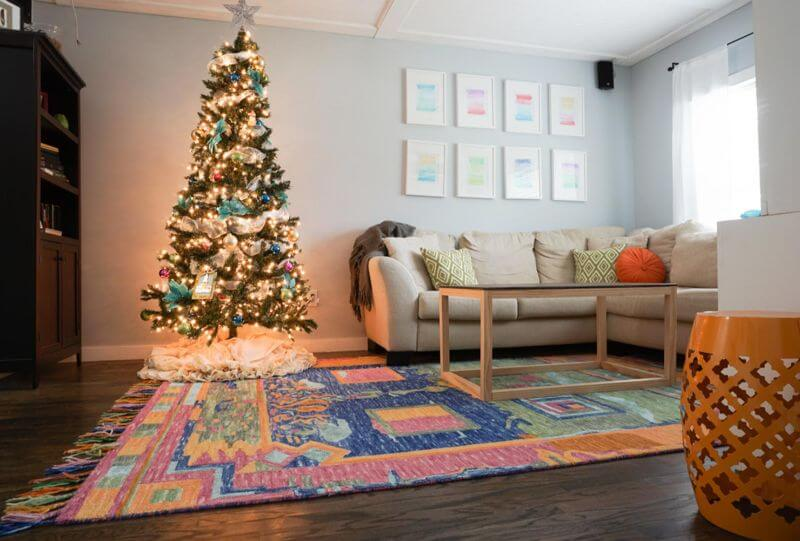 Colourful and golden lighting for Christmas Decorations Christmas Color Schemes For Decoration