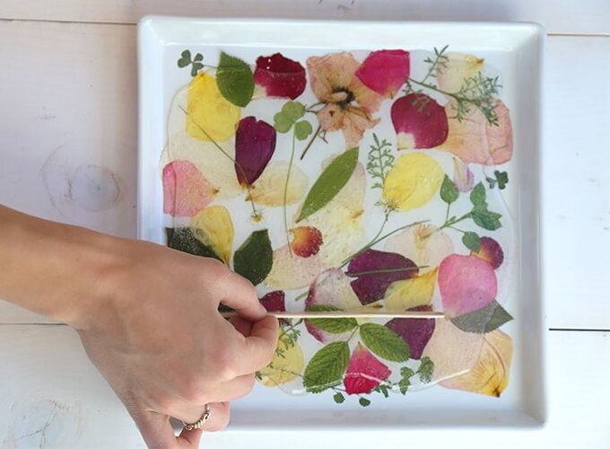 Dried Flowers And Leaves DIY Serving Tray Idea