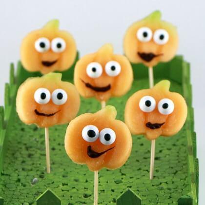 Making pumpkin shaped Food DIY Fall Snacks for Kids