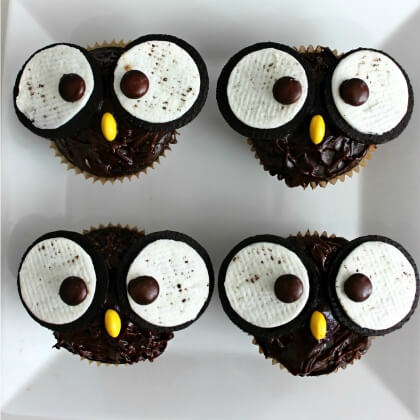 Designing cupcakes like Owls DIY Fall Snacks for Kids