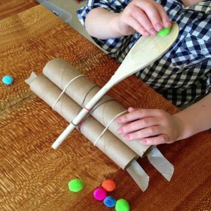 Easy to Make Catapult: Roll and shoot