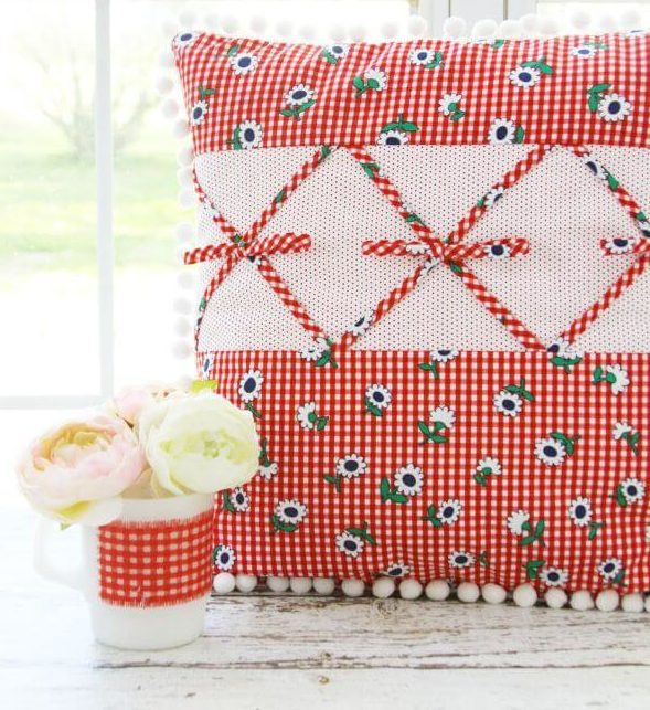 Retro Gingham Pillow Easy & Creative DIY Pillow Making Ideas & Tutorials at home
