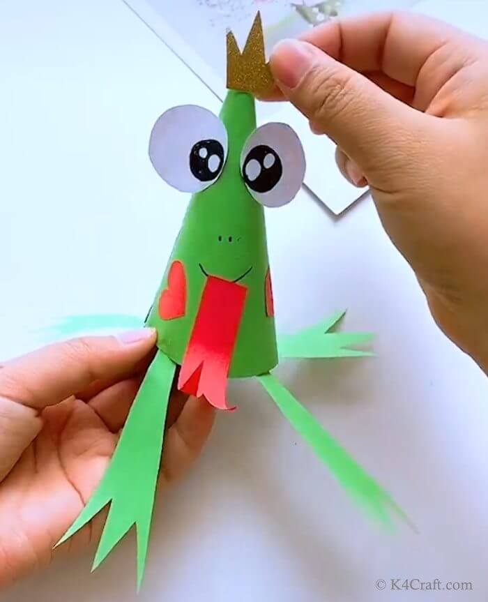 Green day crafts for kids, toddlers, preschool - Lord Frog With Golden Crown