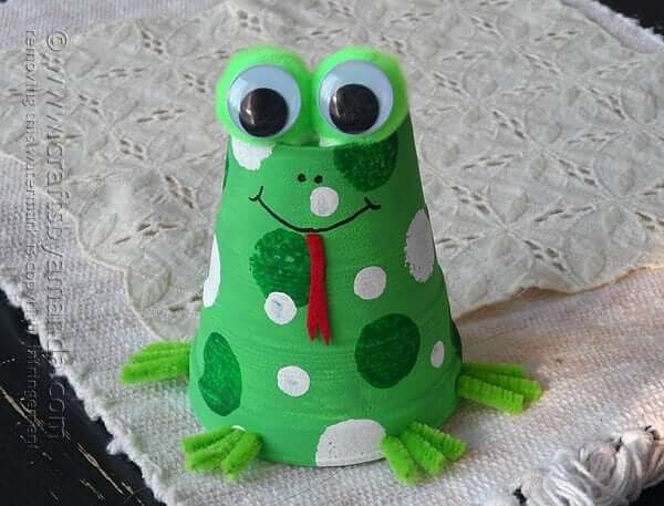 National Frog Month Craft Projects for Kids, toddlers, preschoolers - Earthen Pot Frog Craft Ideas For Frog Month