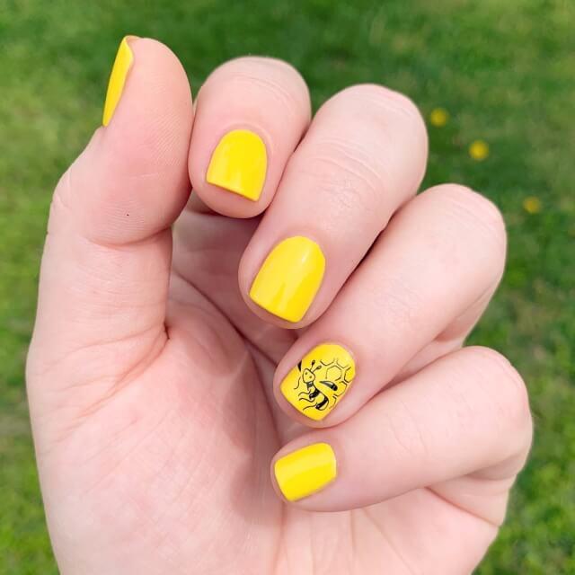 Get Inspired By Sunflowers Manicure