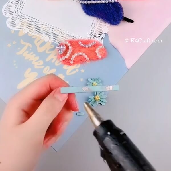 Adding the designer seed to the hair clip