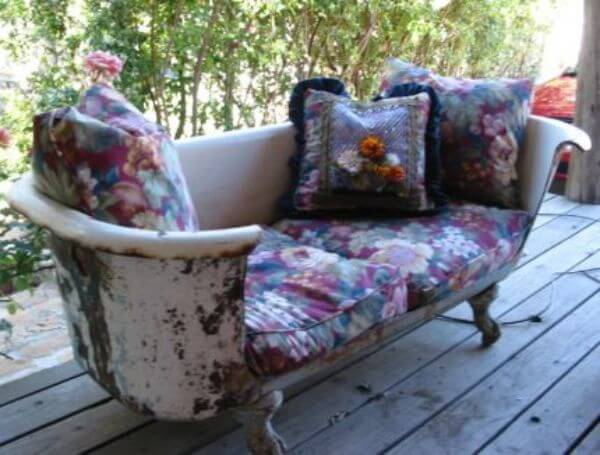 DIY Bathtub Settee